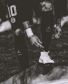 Neymar Psg, Paris Saint Germain Fc, Neymar Football, Toni Kroos, Best Football Players, Soccer Quotes, Football Wallpaper, Football Boots, Soccer Ball