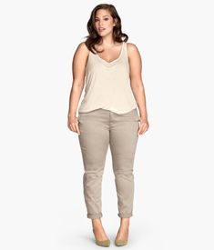 Update your look with affordable plus-size women's clothing from H&M. Browse a wide selection of trendy clothes, from casual summer styles to work outfits. Casual Summer Outfits, Spring Outfits, Trendy Outfits, Cool Outfits, Fashion Outfits, Ashley Graham Outfits, Ashley Graham Style, Big Girl Fashion, Curvy Fashion