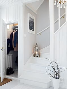 Hallway Inspiration, Attic House, Attic Bedrooms, Attic Remodel, House Stairs, House Entrance, Staircase Design, Scandinavian Home, White Houses