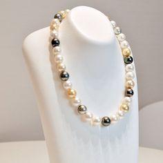 南洋珍珠具有多彩顏色 賦有東方神秘氣質  白蝶珍珠與黑蝶珍珠相呼應更能夠凸顯出白蝶珍珠魅力的一款彩色珍珠項鍊  南洋珍珠項鍊 珍珠尺寸10.9-12.6mm 商品編號NSMIX-0956 0074 售價180000日圓  歡迎詢問