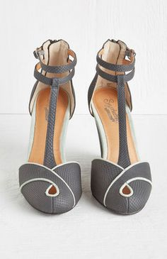 darling t-strap wedges  http://rstyle.me/n/ws39apdpe