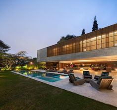 Sao Paulo-based architect Marcio Kogan is bringing his muscular minimalism Stateside. Minimalist Architecture, Interior Architecture, Futuristic Architecture, Luxury Interior, Home Studio, House And Home Magazine, Residential Architecture, Modern House Design, Luxury Homes
