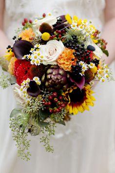 Vintage inspired fall wedding: http://www.stylemepretty.com/illinois-weddings/chicago/2014/05/01/vintage-inspired-fall-wedding/ | Photography: http://www.jenlynnephotography.net/