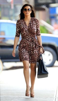 Take a look at the best Animal print dress in the photos below and get ideas for your outfits! Animal print dress, denim jacket and red chanel shoulder bag. Looks Kim Kardashian, Estilo Kardashian, Kardashian Style, Kim Kardashian 2010, Dresses For Big Bust, The Dress, Nice Dresses, Summer Dresses, Halter Dresses