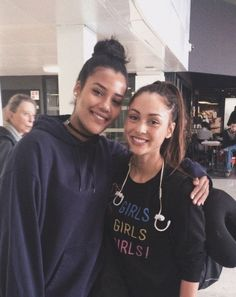 Your source for everything Lindsey Morgan! Lindsey Marie Morgan was born in Georgia to George Morgan. The 100 Cast, The 100 Show, It Cast, The 100 Raven, Lindsay Morgan, The 100 Characters, Alycia Jasmin, Us Actress, The 100 Clexa