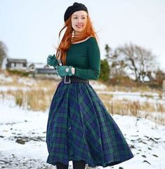 How beautiful does Amber from look in our Blackwatch Tartan Circle Skirt? A real Scottish Beauty! This skirt is now back in stock in all sizes but is the last batch we will make. Modern 50s Fashion, 50s Inspired Fashion, Vintage Fashion 1950s, Vintage Mode, Retro Fashion, Fashion 2020, Ladies Fashion, Vintage Style, 40s Outfits