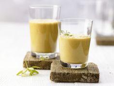 Sanddorn-Kefir-Drink - mit Honig und Weizenkleie - smarter - Kalorien: 150 Kcal - Zeit: 5 Min.   eatsmarter.de #eiweissshakes #eiweissshake
