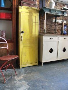 Muebles de Campo. Encontrara valor en www.unviejoalmacen.com.ar