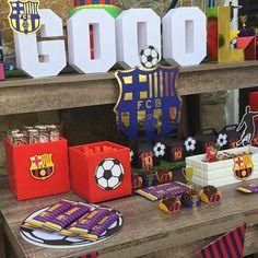 Pequeños Detalles #candybar #mesadedulces #soccerparty #barca #barcelonaparty #fiestatematica #cumpleaños #boystheme #bąrca #futbol #futbolfiesta #talentovenezolano #mamaconglamour #kikidsparty #encontrandoideias #blogencontrabdoideias #karasparty #gol #fcbarcelona #festafutebol Diseño, Montaje y Papelería por: @confetti.ve Torta por: @nitascakesvln Dulces por: @melatcakes Cajitas Rellenas con Polvorosas de: @pedacitosdeazucar Messi Birthday, Soccer Birthday Parties, Soccer Party, Sports Party, 5th Birthday, Barcelona Party, Ideas Para Fiestas, Party Themes, Party Ideas