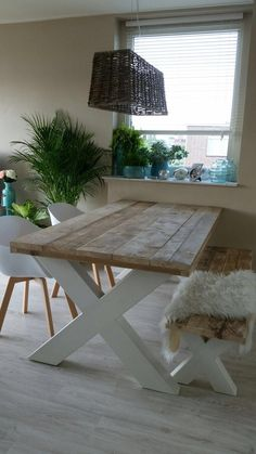 find this one to make directions Dining Room Centerpiece, Dinning Room Tables, Wooden Dining Tables, Rustic Table, Dining Room Design, Diy Table, Adams Furniture, Home Theater Furniture, Diy Pallet Furniture