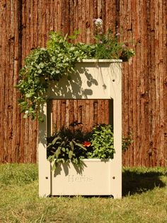 Tiered gardens and pots for small balconies and gardens - All About Balcony Small Balcony Garden, Small Balconies, Garden Bird Feeders, Tiered Garden, Ladder Decor, Home And Garden, Herbs, Exterior, Outdoor Structures