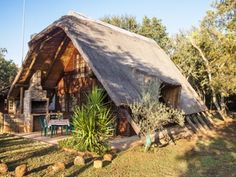 Situated in Hekpoort - fully equipped for self catering Catering, Cabin, House Styles, Places, Home Decor, Homemade Home Decor, Catering Business, Cabins, Cottage