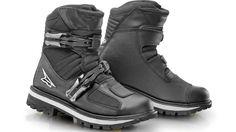 AXO lanza las botas off road AXO Slammer de caña media. Trike Motorcycle, Motorcycle Outfit, High Top Boots, Biker Gear, Walking Boots, Riding Gear, Cool Boots, Tactical Gear, Combat Boots