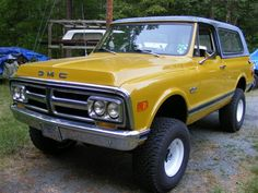GMC Jimmy. Omg its our truck lol. Same mustard yellow and everything