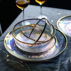 Dine pretty with our Iridescent Gold Tableware that is fit for royalty. Select from our collection of transparent iridescent glass plates and bowls with gold trim. Select all for a luxury collection that is sure to please your guest. Large Plates, Plates And Bowls, Glass Bowls, Keramik Design, Dish Sets, Gold Glass, Glass Texture, Deco Table, Iridescent