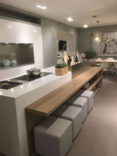 Modern Kitchen Interior Remodeling Modern kitchens use clever design and also smooth styles to produce an outstanding room to prepare, eat and delight. Search our pick of the most effective contemporary kitchen interior design Contemporary Kitchen Interior, Interior Design Kitchen, Modern Kitchen Furniture, Color Interior, Luxury Kitchen Design, Interior Exterior, Interior Ideas, Home Decor Kitchen, New Kitchen