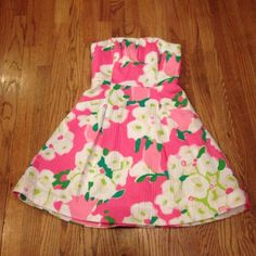 Lilly Pulitzer Sun Dress Strapless Lilly Pulitzer Sun Dress. White background w/ shades of pink, green & tan floral design on it. Full lined. Very nice dress! Only worn once. Lilly Pulitzer Dresses Midi