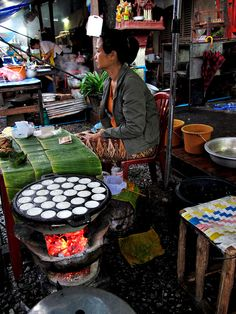 Street food at the morning market, Luang Prabang, Laos World Street Food, Street Food Market, Thai Street Food, Vietnamese Recipes, Thai Recipes, Asian Recipes, Vietnamese Food, Food Sculpture, Laos