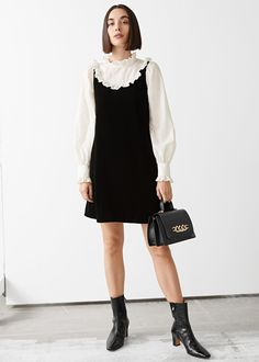 Mode Blog, Holiday Party Dresses, Velvet Fashion, Little Fashion, Kids Fashion, Women's Fashion, Fashion Trends, Mini Dress With Sleeves, Fashion Story