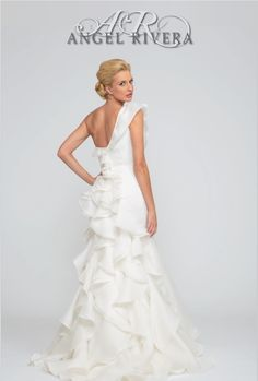 Brand new 2014 style Juno by Angel Rivera.  www.angelriveracouture.com