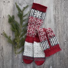 Ravelry: Frosty Snowflake Sock pattern by Linda Brodin Sock Monster, Ravelry, Christmas Stockings, Snowflakes, Socks, Holiday Decor, Rose, Pattern, Design