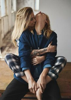 The truth is, there are great lesbian love movies out there – it's just you can't think of anything at that moment. Cute Lesbian Couples, Lesbian Pride, Lesbian Love, Couples Lesbiens Mignons, Shooting Couple, Girlfriend Goals, Boyfriend Girlfriend, Poses, Cute Gay