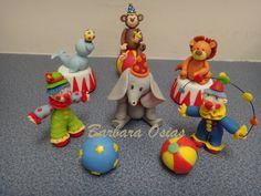 Cirque et Clown gâteau fabriqué à partir de pâte par barbaraosias