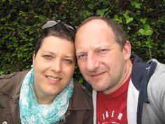 """Das Photo zeigt unseren 1. Urlaub nach meiner langen Chemo-Zeit, wir waren in Colmar. Bei einer Bootsfahrt auf d.""""Lauch"""" packte mein Schatz aus d. Rucksack eine Flasche Rotkäppchen aus sowie 2 Gläser. Wir tranken auf einen neuen Lebensabschnitt :)"""