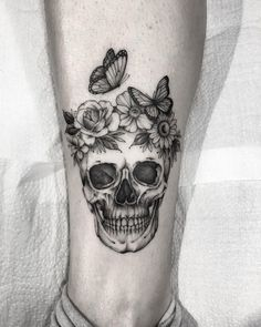 80 Halloween Tattoo Designs For Men - Ghoulish Gra Tiny Skull Tattoos, Feminine Skull Tattoos, Animal Skull Tattoos, Bird Skull Tattoo, Small Skull Tattoo, Skull Tattoo Flowers, Skull Sleeve Tattoos, Sugar Skull Tattoos, Skull Tattoo Design