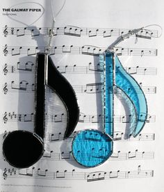 Stained Glass Music Note Suncatcher Blue por StainedGlassFayre