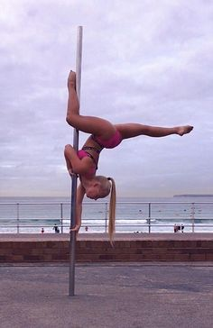 Circulation, or the flow of blood throughout our bodies, is important for good health. Pole Fitness, Pole Dancing Fitness, Aerial Acrobatics, Aerial Dance, Aerial Silks, Corpo Sexy, Pole Tricks, Pole Dance Moves, Pole Art