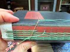 Neat variation on coptic or long stitch, kind of the two mashed up Binding Covers, Book Binding, Handmade Journals, Handmade Books, Book Repair, Bookbinding Tutorial, Cool Books, Paper Book, Book Projects