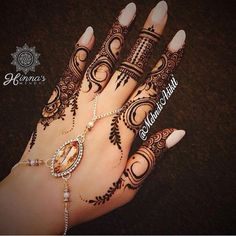 Henna is an immortal fashion trend to beautify girl's hands. Henna remains inn in fashion from ancie Henna Tatoos, Henna Ink, Mehndi Tattoo, Henna Tattoo Designs, Mehandi Designs, Henna Mehndi, Mehendi, Mandala Tattoo, Tribal Henna