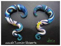Falso Alargador Azul Estampado Feito em cerâmica plástica R$24,00