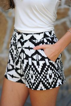 #fashion #woman #style #spring #summer #look #shorts #black #white