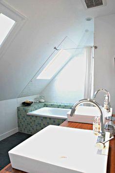 35 Functional Attic Bathroom Ideas