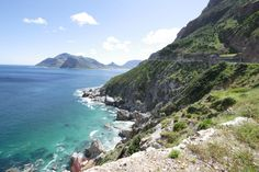Chapman's Peak, South Africa - 9 kilometers and 114 curves of breathtaking scenery. South Afrika, Virgin Atlantic, Wale, Out Of Africa, Being In The World, Most Beautiful Cities, Cape Town, Places To See, Tourism