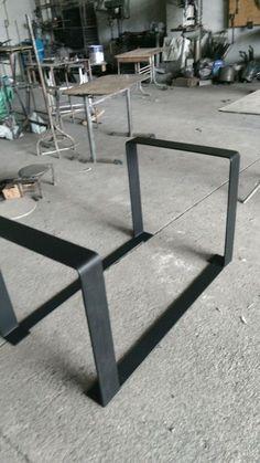 welding art projects for beginners Welded Furniture, Steel Furniture, Industrial Furniture, Diy Furniture, Furniture Design, Metal Welding, Welding Art, Welding Ideas, Metal Table Legs