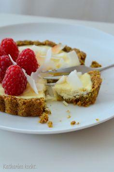 Sugarfree Zuckerfrei Käsekuchen Tartelettes mit Pistazien Mandeln und Kokos