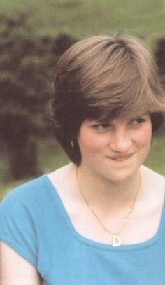 A young Lady Diana Spencer Princess Diana Pictures, Princess Diana Family, Real Princess, Princess Of Wales, Lady Diana Spencer, Spencer Family, Princesa Diana, The Heir, Prinz William