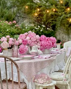 We're swooning over this pretty-in-pink alfresco tablescape fashioned by @rosecoveredcottage. 📸 : @rosecoveredcottage (on Instagram) #repost #southernladymag #rosecoveredcottage #alfresco #diningalfresco #tablescape #tabletopinspo #tabletop #tablescapes #pinkflowers Table Decorations, Pretty, How To Make, Home Decor, Decoration Home, Room Decor, Home Interior Design, Dinner Table Decorations, Home Decoration