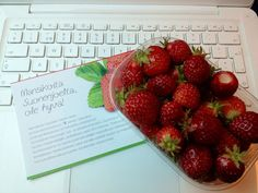 Fresh strawberries & wifi on a train to Kuopio / Ninan verkkareissa - Blogi | Lily.fi