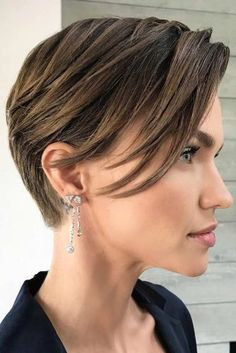 Today we have the most stylish 86 Cute Short Pixie Haircuts. We claim that you have never seen such elegant and eye-catching short hairstyles before. Pixie haircut, of course, offers a lot of options for the hair of the ladies'… Continue Reading → Round Face Haircuts, Short Pixie Haircuts, Haircuts With Bangs, Short Hairstyles For Women, Short Hair Cuts, Pixie Cuts, Pixie Bob, Hairstyles Haircuts, Long Pixie