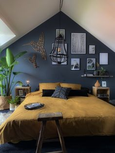 5 ideas to install a dressing room behind the headboard - My Romodel Loft Room, Bedroom Loft, Home Decor Bedroom, Modern Bedroom, Master Bedroom, 1920s Bedroom, Attic Bedroom Designs, Bedroom Colors, Yellow Gray Bedroom