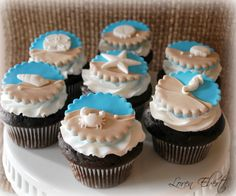 beach themed cupcakes wedding | You can see her designs at http://www.etsy.com/shop/ livcreativity .