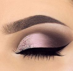 If you'd like to enhance your eyes and improve your attractiveness, using the best eye make-up tips can really help. You want to be sure to wear make-up that makes you look even more beautiful than you are already. Prom Makeup, Cute Makeup, Pretty Makeup, Wedding Makeup, Pageant Makeup, Makeup 2018, Homecoming Makeup, Perfect Makeup, Makeup For Quinceanera