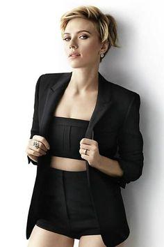 Scarlett Johansson posa para a 'Cosmopolitan' de abril