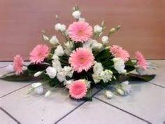 composizioni floreali con gerbere - Risultati Yahoo Italia della ricerca di immagini Ikebana Arrangements, Spring Flower Arrangements, Funeral Flower Arrangements, Beautiful Flower Arrangements, Floral Centerpieces, Floral Arrangements, Beautiful Flowers, Altar Flowers, Church Flowers