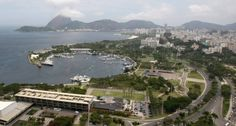 Concluída em 1982, a Marina da Glória, ao centro, foi uma das mais recentes adições ao Aterro do Flamengo