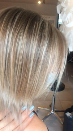 Blonde Balayage Bob, Blonde Hair With Highlights, Honey Balayage, Silver Blonde Hair, Real Hair Wigs, Low Lights Hair, Strawberry Blonde Hair, Corte Y Color, Hair Color Blue